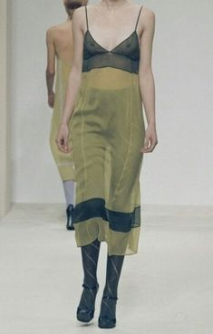Thrift Fashion, 90s Fashion, Runway Fashion, High Fashion, Vintage Fashion, Fashion Outfits, Womens Fashion, Fashion Fabric, Timeless Fashion