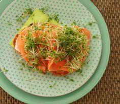 Dit is een heel makkelijk recept voor toast met zalm en mierikswortelcrème. Het is zo gemaakt en je kant het op verschillende momenten van de dag serveren. - Tante Pollewop