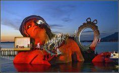 Режиссер оперы «Андре Шенье» - David Pountney (Дэвид Паунтни), сценограф - David Fielding (Дэвид Филдинг)