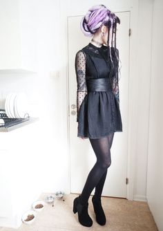 Find images and videos about girl, grunge and goth on We Heart It - the app to get lost in what you love. Estilo Goth Pastel, Estilo Dark, Estilo Grunge, Pastel Goth Fashion, Grunge Goth, Dark Fashion, Grunge Fashion, Gothic Fashion, Nu Goth