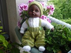 instructions on website Baby Car Seats, Baby Dolls, Crochet Hats, Christmas Ornaments, Holiday Decor, Diy, Point Mousse, Website, Fashion