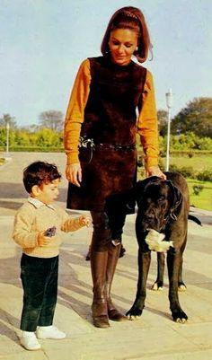 Empress Farah Pahlavi of Iran and H. Prince Ali Reza of Iran Farah Diba, Pahlavi Dynasty, The Shah Of Iran, Persian Poetry, Leila, Persian Culture, Falling Kingdoms, Great Women, Special People