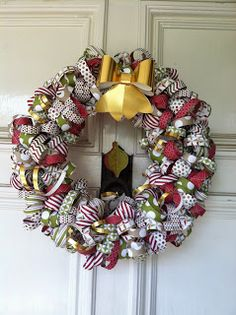 Craft-somnia: Curly Paper Wreaths for Christmas ~ Stylin' Stampin' INKspiration