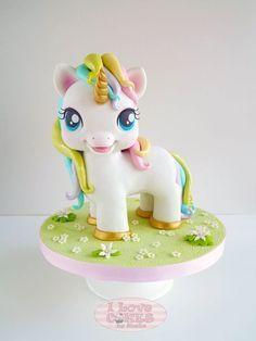 No puedo resistirme a la belleza de estos mágicos personajes. Los unicornios se instalaron en las decoraciones de fiesta de manera absoluta. En este caso voy a compartir las 20 tortas más bellas de…