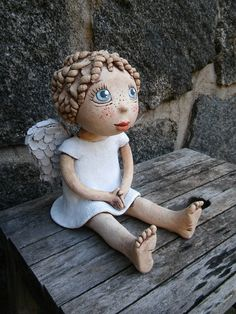 Pottery Sculpture, Pottery Art, Ceramica Artistica Ideas, Pottery Angels, Clay Angel, Pottery Handbuilding, Clay Art Projects, Handmade Angels, Ceramic Angels