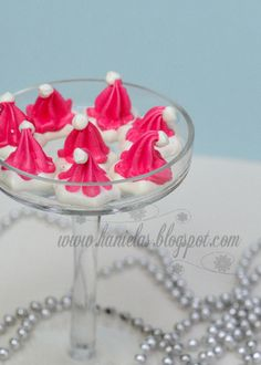 So cute, the best thing about meringue cookies is the calories, about 60 a piece.      hanielas.blogspot...