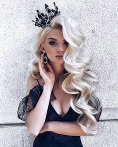 15 Gorgeous and Sexy New Year Hairstyles : Hair Inspiration for New 2019 It is sure that you'll get a great New Year hairstyle for your hair where it is short, long, medium, curly, Wavy and silky in our 15 Gorgeous and Sexy New Year Hairstyles. Romantic Hairstyles, Pretty Hairstyles, Big Hairstyles, Wedding Hairstyles For Long Hair, Platinum Blonde Hairstyles, Volume Hairstyles, Birthday Hairstyles, Teenage Hairstyles, Platinum Hair