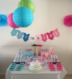 Gorgeous gender reveal party table decoration!