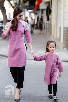 Những thiết kế áo dài cách điệu để mẹ và bé thật duyên dáng dạo phố đón xuân - Ảnh 9.