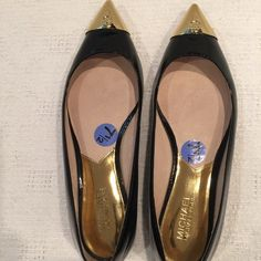 MICHAEL KORS Paxton black patent/gold cap-toe MICHAEL KORS Paxton black patent/gold cap-toe Pointed Flats women's size 7 1/2. Mint. Worn once beautiful. Michael Kors Shoes Flats & Loafers
