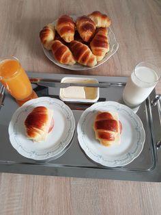 Croissante pufoase. – Lorelley.blog Baking Recipes, Cake Recipes, Dessert Recipes, Croissant, Cookie Desserts, No Bake Desserts, Just Bake, No Bake Cake, Hot Dog Buns