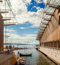 This art museum by architect Renzo Piano straddles a canal in Oslo's harbour
