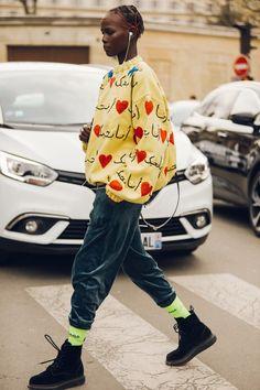 Look Street Style, Autumn Street Style, Vogue Paris, Taylor Swift, Fashion Week, Fashion Outfits, Paris Fashion, Winter Wear, Fall Winter