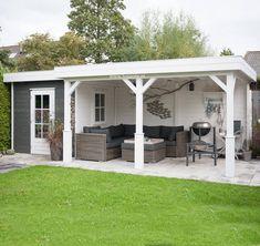 Lugarde-tuinhuis TP47b met overkapping is geheel aan te passen aan uw wensen. Zo kunt u optimaal genieten van uw tuin. Creëer uw droomtuinhuis hier!