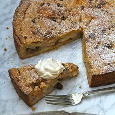 Klassisk eplepai Norwegian Food, Apple Pear, Pudding Desserts, Let Them Eat Cake, Bagel, Banana Bread, French Toast, Baking, Breakfast