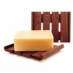 www.naturalmentementemediterraneo.com These wonderful wooden soap dishes are being hand-crafted for us by local Artisans in Mojacar. Unos artesanos locales en Mojacar nos estan elaborando a mano estas maravillosas jaboneras de madera.