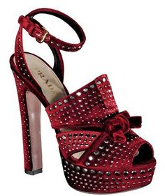 "Prada... www.LadiesStylish.com..ƸӜƷ•¸¸.•*¨*.ღ.bębę.ღ .¸¸.•*¨*•ƸӜƷ was here! Ƹ̵̡Ӝ̵Ʒ (ړײ) ♥´¯ ""It's not easy being Me, But I love watching others try!"" {Not that they can succeed.. LOL!!} ✿*゚゚・"