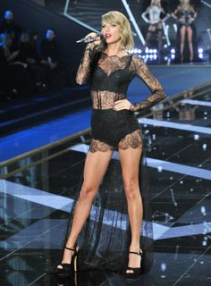 Taylor Swift Performs at Victoria's Secret Fashion Show in London – December 2014 this year Victoria's Secret fashion show has revealed the sexiest version of Taylor Swift.Taylor Swift heels and lingerieTaylor Swift is getting a lot of attention Taylor Swift Hot, Style Taylor Swift, Beautiful Taylor Swift, Victoria Secrets, Moda Victoria Secret, Victoria Secret Fashion Show, Miss Americana, Manequin, Looks Street Style