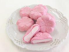 Cute Snacks, Cute Desserts, Japanese Snacks, Japanese Sweets, Japanese Candy, Pretty Cakes, Cute Cakes, Kawaii Dessert, Pink Foods