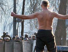 15,000 Ukrainians March in Kiev