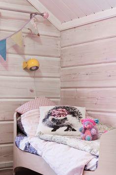 Tarja's Snowland, log home, retro lamp, poppies, leander bed