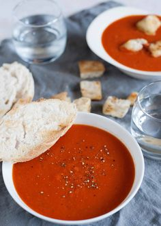 This Classic Tomato Soup is rich with a velvety texture. Its easy to make with canned tomatoes, and perfectly suited for all of your grilled cheese dipping needs. Better than a can of Campbell s and just about as easy! Simply Recipes, Fall Recipes, Healthy Recipes, Diet Recipes, Healthy Food, Bean And Bacon Soup, White Bean Soup, Easy Tomato Soup Recipe, Thing 1