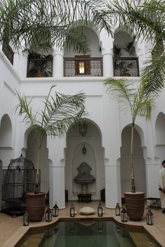 Inner courtyard...Spanish style. A dream of having a courtyard!!