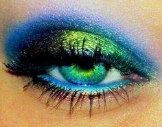 Looove this Seahawks makeup!(: ~oooh one for green eyes :) yes! Pretty Eyes, Cool Eyes, Beautiful Eyes, Amazing Eyes, Pretty Hair, Love Makeup, Makeup Looks, Awesome Makeup, Fun Makeup