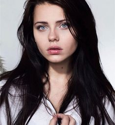 Black Hair Blue Eyes Girl, Black Hair Pale Skin, Girls With Black Hair, Blue Hair, Dark Hair, Pale Girls, Straight Black Hair, Long Black Hair, Undercut Long Hair