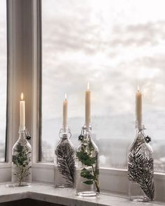 Christmas decorations will transform your home into a Christmas wonderland if done properly. Christmas Interiors, Christmas Room, Rustic Christmas, Scandinavian Christmas Decorations, Xmas Decorations, Holiday Decor, Minimal Christmas, Simple Christmas, Christmas Wonderland
