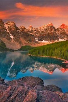 Moraine Lake, Banff National Park, Alberta by ida Pretty Pictures, Cool Photos, Beautiful World, Beautiful Places, Beautiful Scenery, Parc National De Banff, Landscape Photography, Nature Photography, Moraine Lake