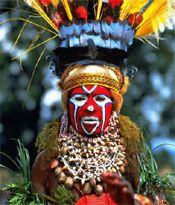 16 year old girl, Mt. Hagen tribe, Papua New Guinea - Jim Zuckerman. Cultures Du Monde, World Cultures, We Are The World, People Around The World, Eric Lafforgue, Tribal Face, Arte Tribal, Atelier D Art, Art Populaire