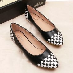 Hot-selling 2013 autumn black and white plaid patchwork flat pointed toe fashion flat heel single shoes plus size women's shoes