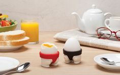 Sumo Eggs - 2 Egg cups- Design by PelegDesign - Kitchen gadgets for fun cooking at Monkey Business Sumo Wrestler, Soft Boiled Eggs, Decoration Originale, Egg Holder, Cup Holders, 3d Prints, How To Make Breakfast, Egg Cups, Cup Design