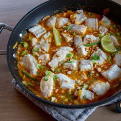 Er du på utkikk etter litt ny inspirasjon, en kjapp og forholdsvis sunn fiskerett? Test ut en curry med steinbit! Paella, Curry, Ethnic Recipes, Curries
