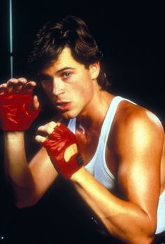 When he showed off his left jab, right hook boxing moves without sweating. | 27 Flawless And Perfect Photos Of Young Rob Lowe