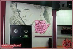 chica 7 rosas