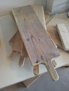 broodplank uit steigerhout, volledig DIY Diy Cutting Board, Wood Cutting, Wood Projects, Woodworking Projects, Scaffolding Wood, Diy Interior, Recycled Wood, Old Wood, Wood Pallets