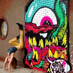 Yoga e street art por Soren Buchanan;