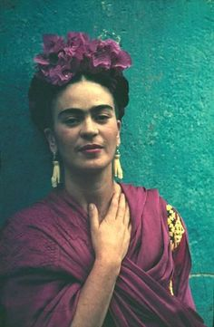 Frida Kahol - Mexican artist - one of my favourite people with such an interesting life story shared through her art. Muray, Nickolas (b. Hungary, Frida Kahlo ca 1940 Fridah Kahlo, Nickolas Muray, Kahlo Paintings, Frida Kahlo Portraits, Zentangle, Frida And Diego, Diego Rivera Frida Kahlo, Frida Art, Vogue Models