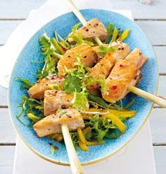 Lachs auf Zitronengras mit Mango-Frisée-Salat
