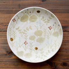 MACARON(沖澤真紀子)丸皿Hana/白(草)21cm【マカロン花柄作家の器陶器】