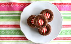 Candy Cane Kiss Brownie Bites 49 Things That Taste Like Christmas Köstliche Desserts, Holiday Desserts, Holiday Baking, Christmas Baking, Holiday Treats, Holiday Recipes, Delicious Desserts, Dessert Recipes, Yummy Food