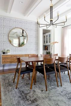 Looking to Mid-Century Dining Room Sets You'll Love? Here are How to create a Mid-century-inspired dining room, Mid Century Modern Dining Room Makeover and How to Choose the Right Dining Table for Your Home. Dining Room Colors, Dining Room Wall Decor, Dining Room Lighting, Dining Room Sets, Dining Room Design, Dining Tables, White Dining Rooms, Table Lamps, West Elm Dining Chairs