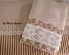 Toalhas de banho e rosto em patchwork e renda de guipir