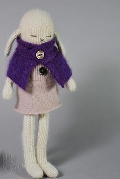Artist Sonja Ahlers makes the cutest cashmere bunnies. I want one or 2