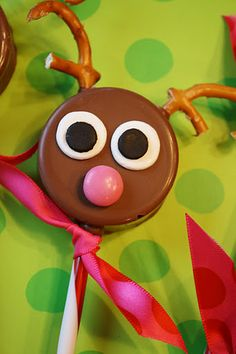 reindeer chocolate covered Oreo. this would be cute to send to lo and jc