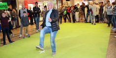 Euroacup-Helden im Allee-Center – Zum Abschluss traten die Oldies im Torwandschießen gegen die Centerbesucher an. Den Gewinn, nämlich eine Halbjahreskarte für den aktuellen 1. FC Magdeburg in der neuen Saison, gewann nach einem Stechen Stefan Eilsfeld. Herzlichen Glückwunsch! :-) #1fcm #fußball #fußballhelden #torwand #torwandschießen #paulseguin #machdeburch #wirlebenMagdeburg #magdeburgcity #magdeburg #alleecentermagdeburg #blog #magdeburgerkind #magmag