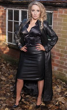 Sexy Outfits, Fall Outfits, Satin Bluse, Long Leather Coat, Leder Outfits, Pencil Skirt Black, Pencil Skirts, Leather Dresses, Leather