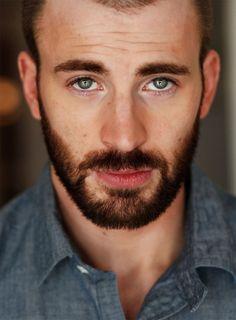 Chris Evans... Those eyes!!!